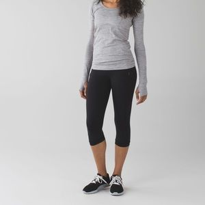 Lululemon Passion Crop II size 6 - black